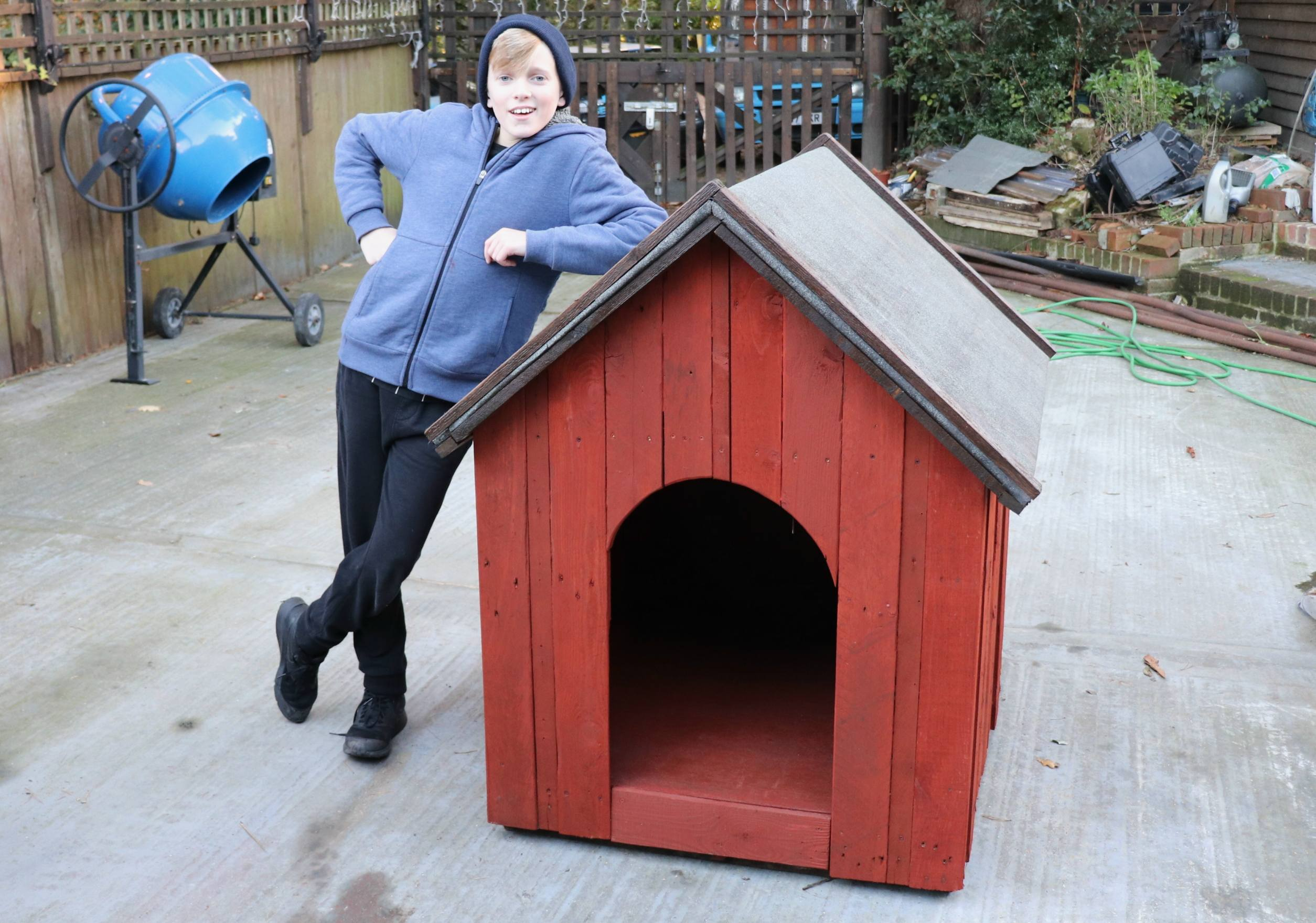 This is the kennel I built for my Sprocker Spaniel: Bella
